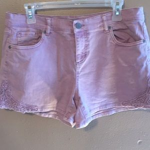 New York Company dusty rose 12 embroidered shorts